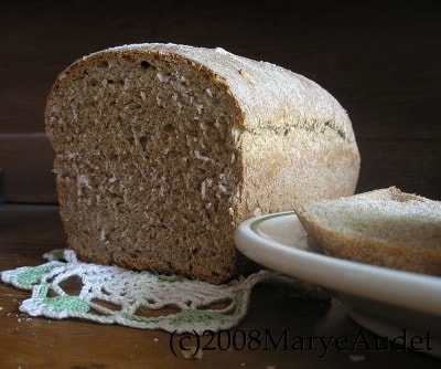 sliced whole wheat and oatmeal bread