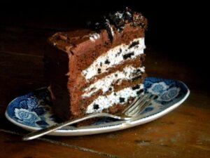 chocolate cake cookies cream filling