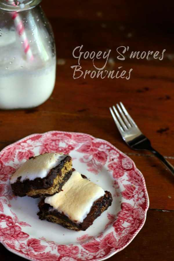 This easy s'mores brownies recipe is so good!! <3 Family fav from RestlessChipotle.com