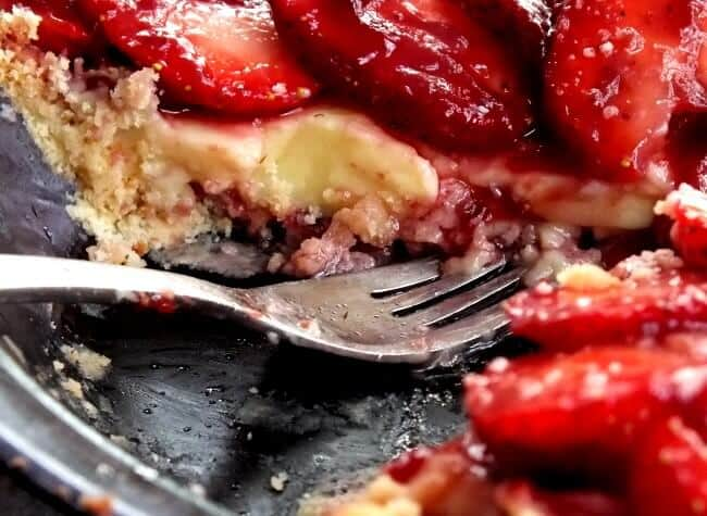 strawberry cream tart bite
