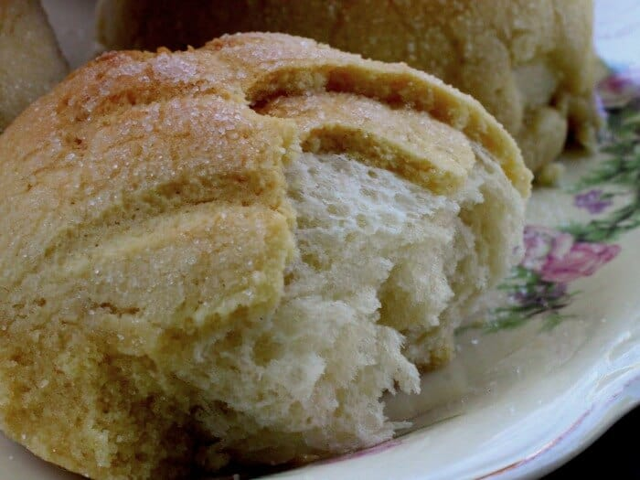 melonpan snack bread is unusual and delicious|restlesschipotle.com