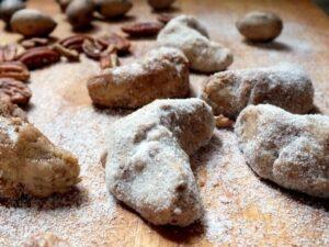 Buttery, nutty, maple pecan sandies recipe|restlesschipotle.com