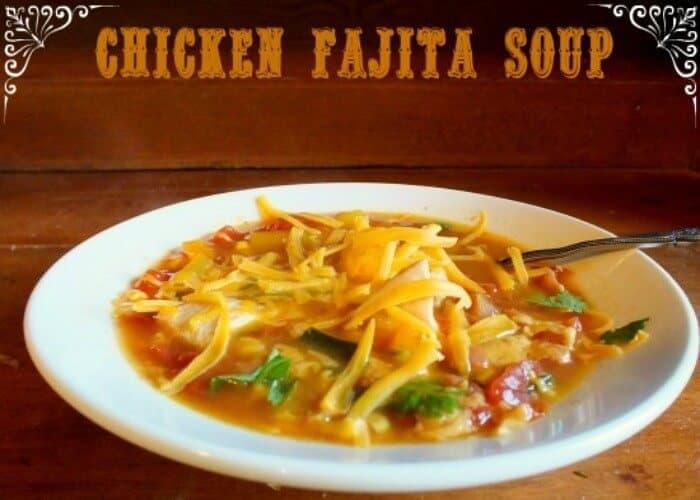 easy slow cooker chicken fajita soup|restlesschipotle.com