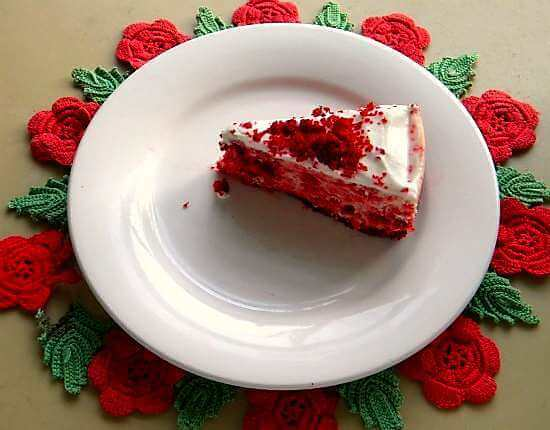 red velvet cheesecake slice