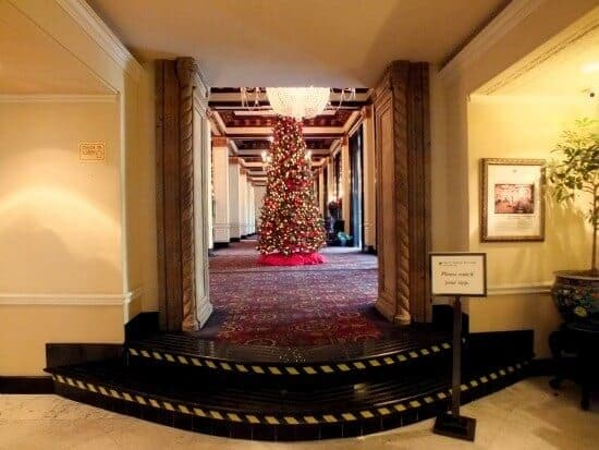 The lobby of the historic St Anthony Hotel in San Antonio is amazing at christmas - restlesschipotle.com