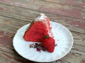 strawberry cream cheese pound cake is tangy with fresh berry flavor - restlesschipotle.com