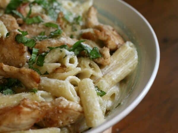 Grilled chicken alfredo works for a comforting family meal or an elegant dinner - restlesschipotle.com