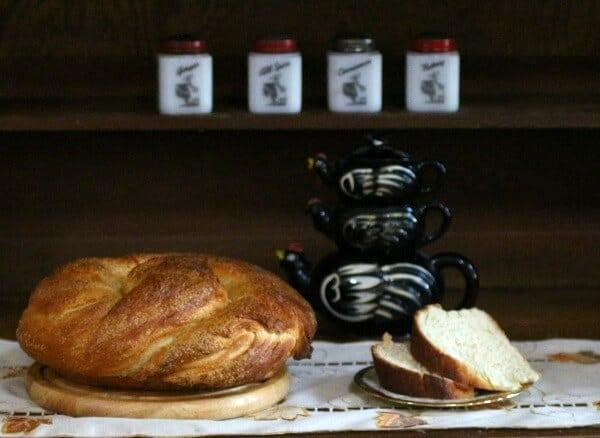homemade honey bun is an old fashioned breakfast treat, restlesschipotle.com