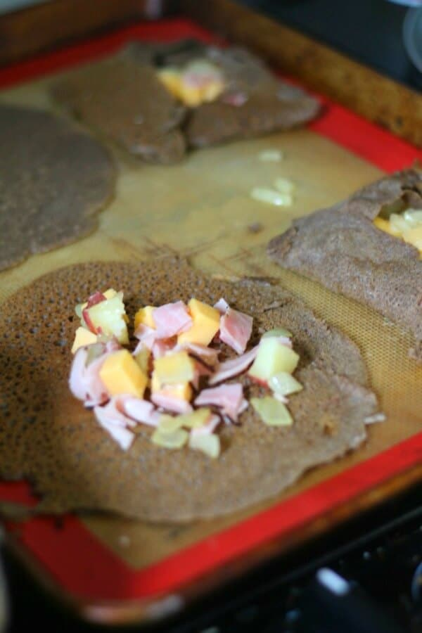 Here are some tips for making the perfect ham and cheese crepes. From restlesschipotle.com