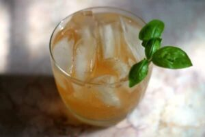 This Texas Mule Cocktail is perfect for summer parties. So yummy! From RestlessChipotle.com