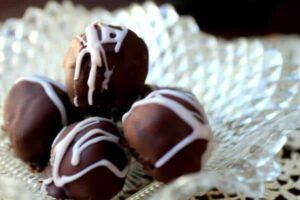 Easy,creamydarkchocolatetrufflesfreezewell.Keepthemonhandtoservewithafterdinnercoffee!Clickthroughfortherecipe  You'llloveit.FromRestlessChipotle.com