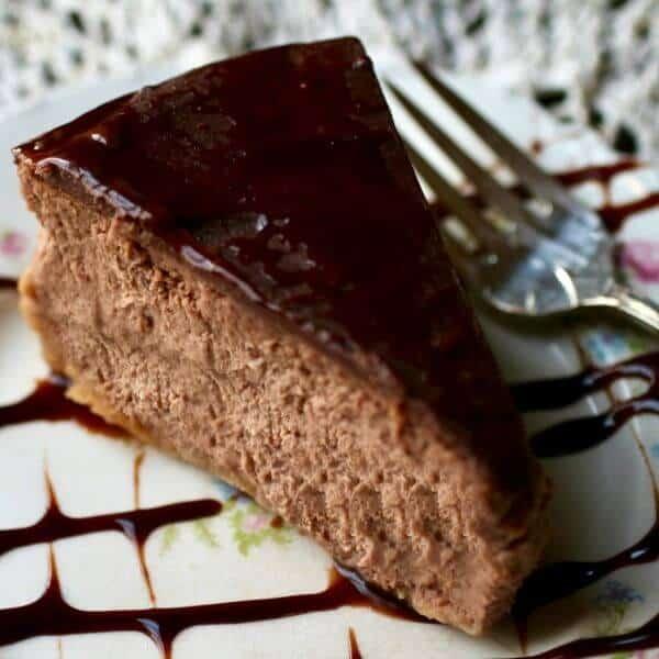 I'm in love with this creamy, rich Irish cream cheesecake recipe! From RestlessChipotle.com