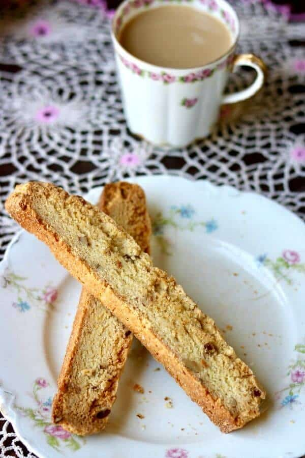 Delicious easy biscotti recipe is unique with cornmeal, bourbon, and pecans. from restlesschipotle.com