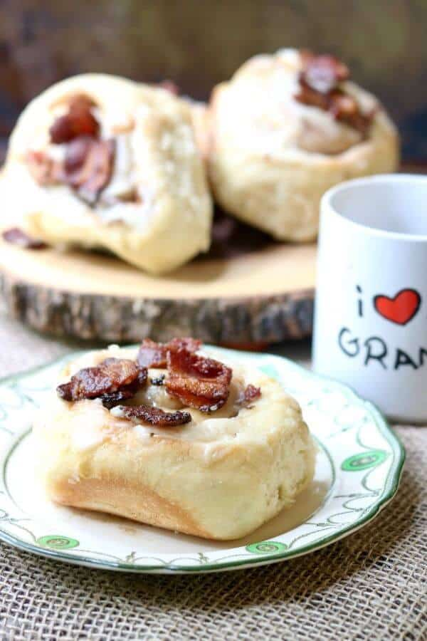 Homemade bacon cinnamon rolls are such a treat for Father's Day! From RestlessChipotle.com