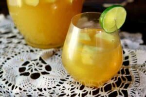 Tropical Pineapple Sangria: An Easy Wine Cocktail