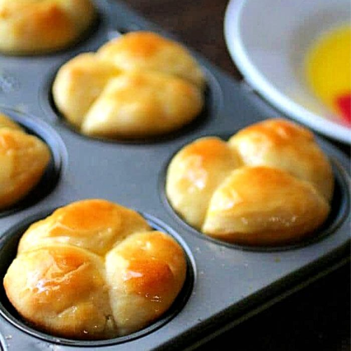 cloverleaf rolls in a muffin tin