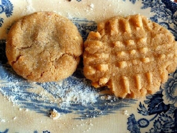 closeup of peanut butter cookies comparing the one with ridges and the one without.