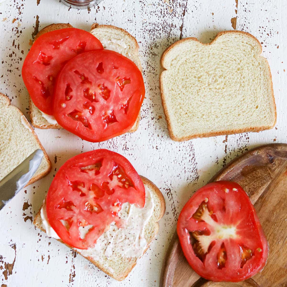 Sliced ripe tomatoes on white bread.